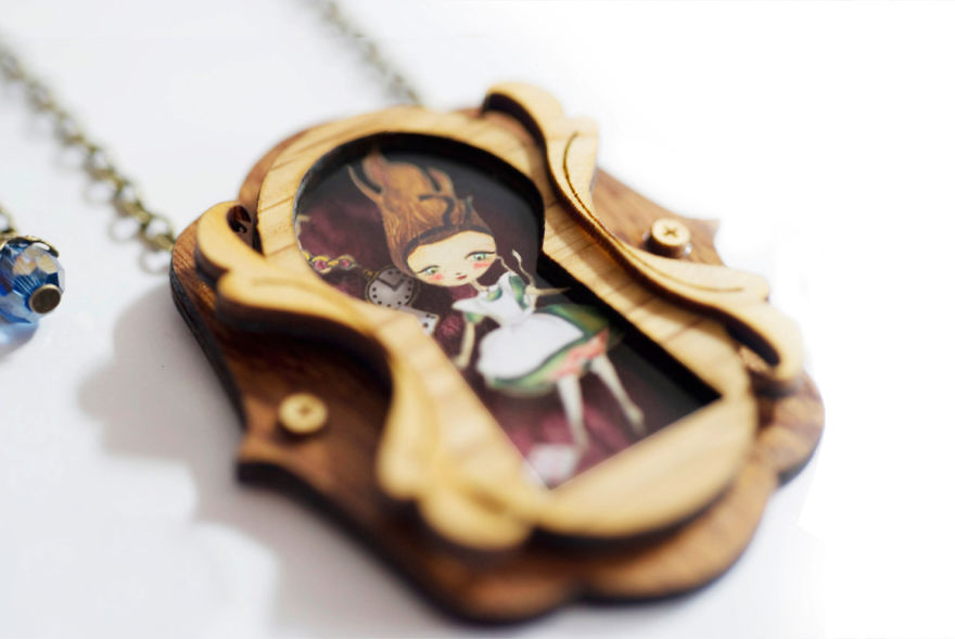 we-create-fairy-tale-inspired-necklaces-with-tiny-scenes-inside-5__880