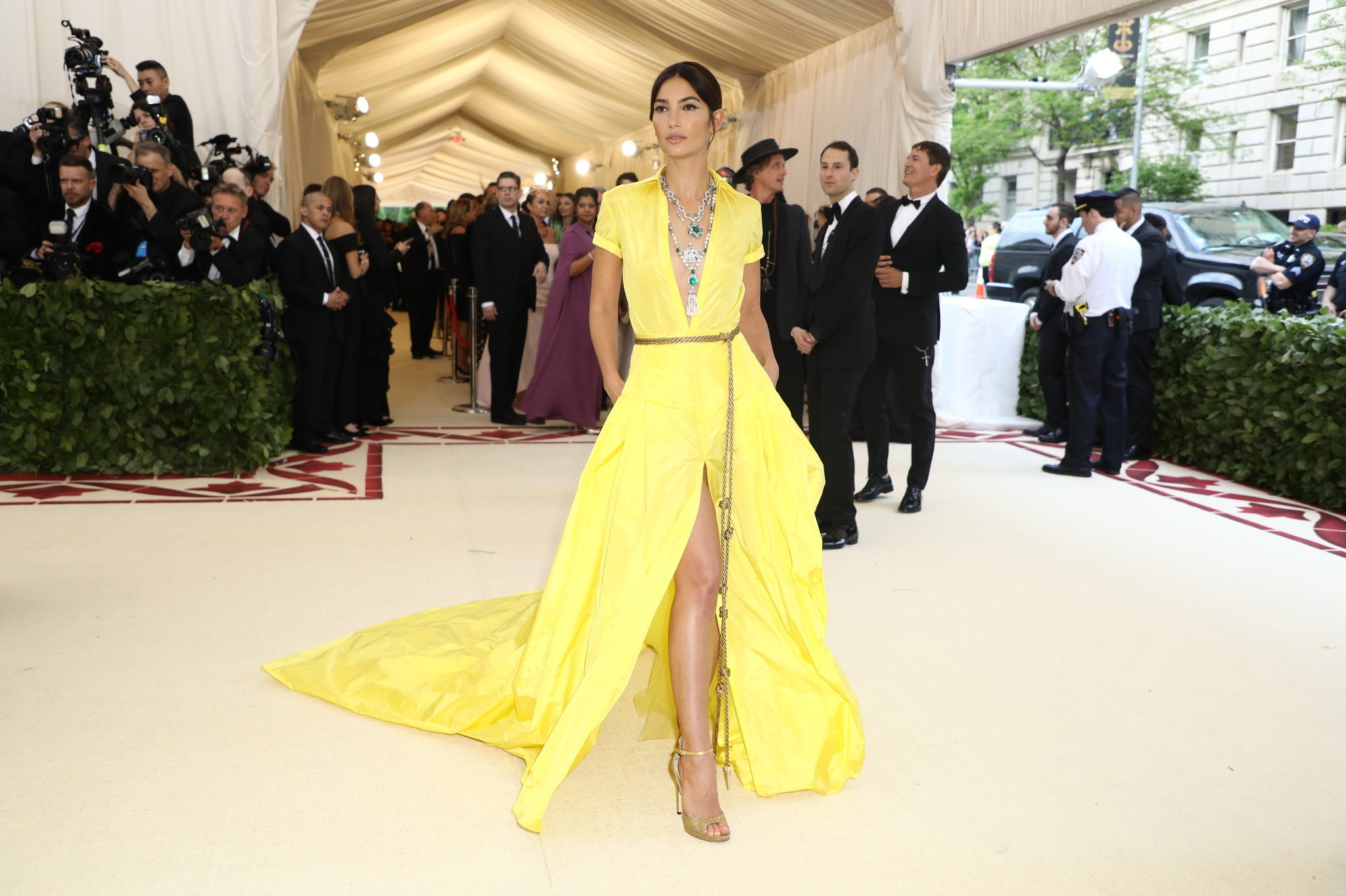 red-carpet-met-gala-2407-lily-aldridge-superJumbo